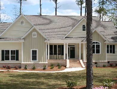House exterior and trees at Carolina Colours in New Bern, North Carolina